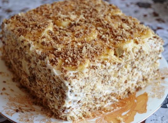 торт из банана и печенья без выпечки