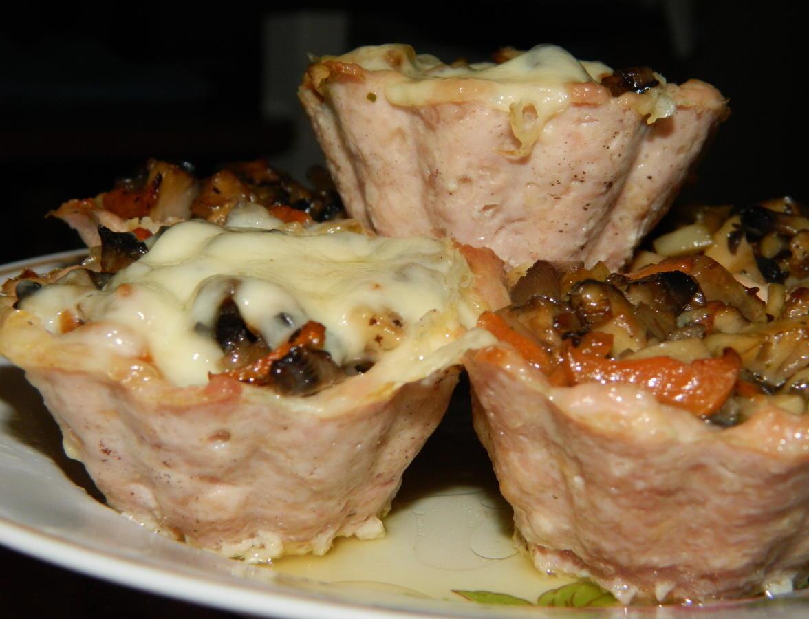 Мясные корзиночки, фаршированные грибами с сыром