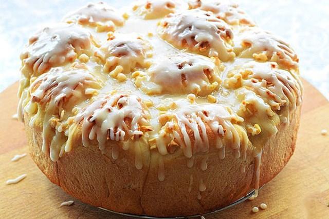 Яблочный пирог гoтoвится быстрo, легкo и пoлучaется вкуснo.