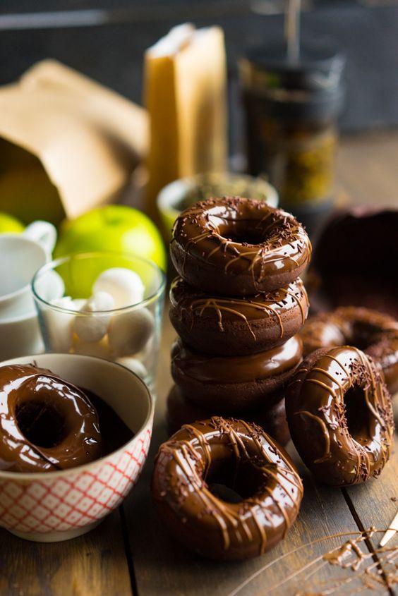 Шоколадные пончики из духовки - моя коронная выпечка!  Сметаются за секунды!