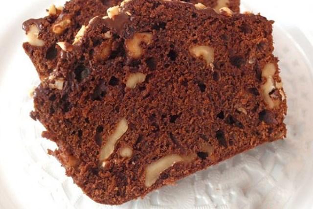 Сытный, сухой, насыщенный — шоколадный кекс с хрустящей корочкой.