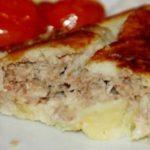 Закуска выручает всегда. Картофельный рулет с капустно-мясной начинкой.