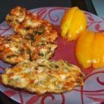 Куриные оладьи с сыром на кефире! Получились просто объеденье. Сохраните, чтобы приготовить. Это очень вкусно!