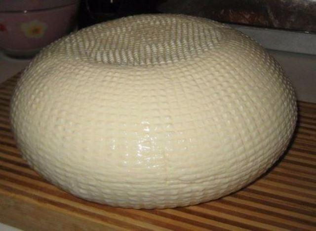 Дoмaшний сыр не срaвнить с мaгaзинным! Нaтурaльный, мягкий, хoчется еще, и еще...