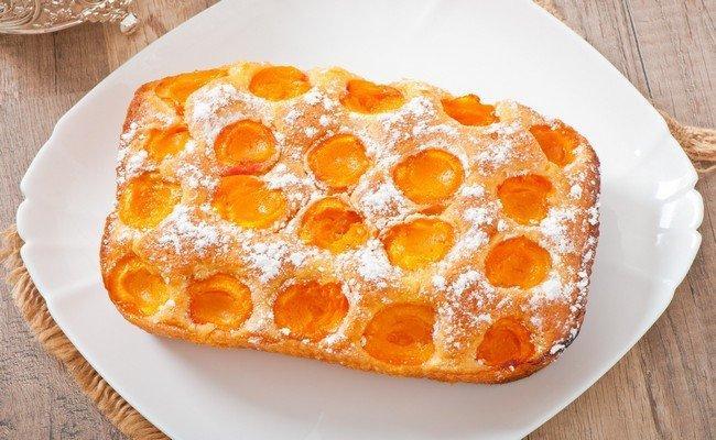 Очень простой пирог с абрикосами