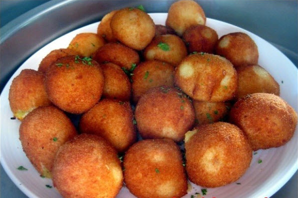 Картофельные шарики с курицей на завтрак. Вся семья обожает!