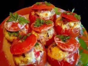 фаршированные помидоры с мясным салатом фото