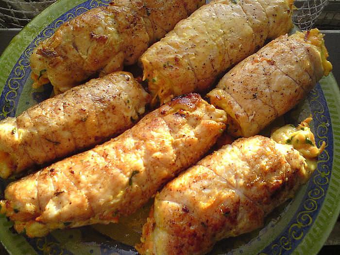 Куриные рулетики «Боярские» покорят ВСЕХ гостей своим нежным вкусом. Блюдо с изюминкой! Возьмите рецепт на заметку!