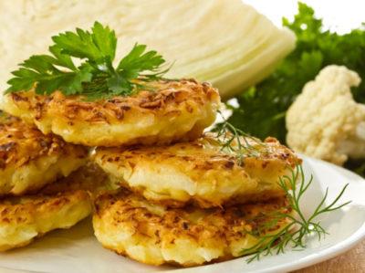 Как приготовить капустные оладьи