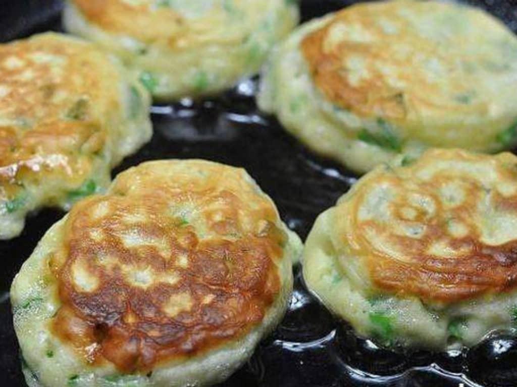 Ленивые пирожки с яйцом и зелёным луком