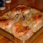 Курица запеченная с рисом просто тает во рту, готовить легко и быстро! Порадуйте своих любимых вкусняшкой!
