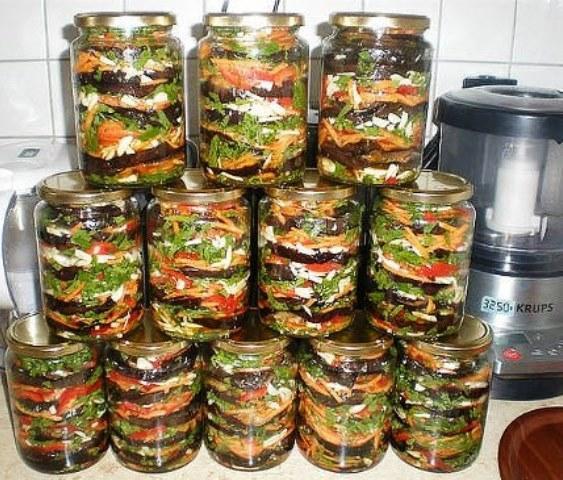 Приготовьте баклажаны на зиму, попробовав эту отменную закуску, она станет для Вашей семьи любимой.