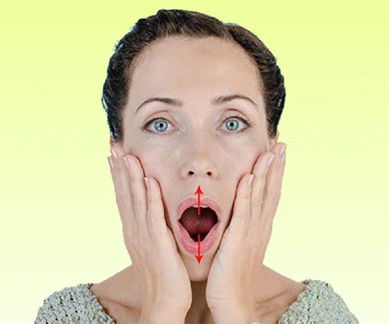 Чтобы подтянуть область вокруг рта, берешь пробку, кладешь между… Разбуди неработающие мышцы 6